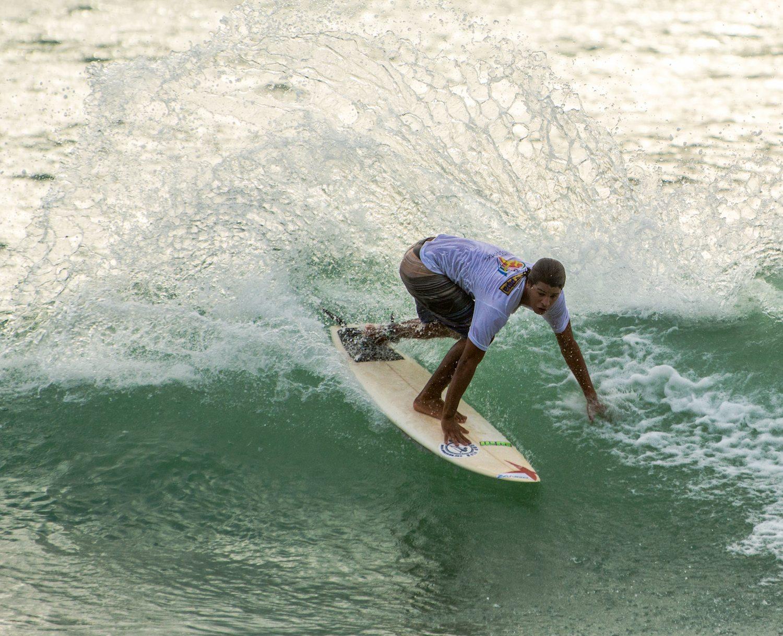 SURFCAMP PIPA ISA COACH LUAN